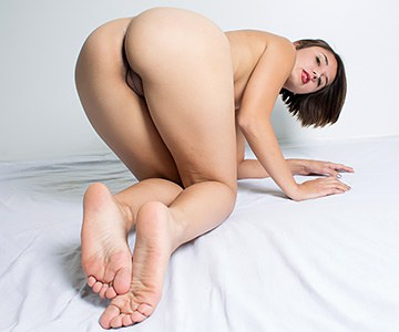 cuckold girlfriend with pretty feet