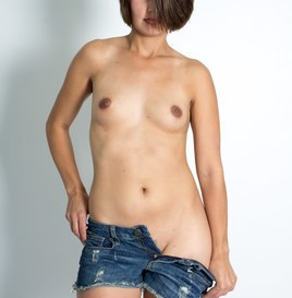 Alexis Takes Off Her Jeans (Pictures) 5