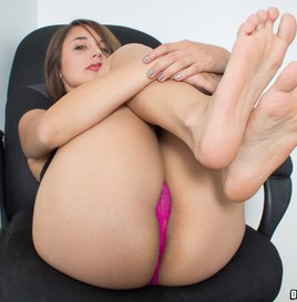 Dwayne Powers Alexis Shows Her Holes and Soles (Pictures) 1