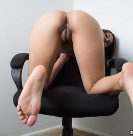 Dwayne Powers Alexis Shows Her Holes and Soles (Pictures) 2