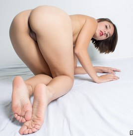 Dwayne Powers Alexis Shows Her Holes and Soles (Pictures) 3
